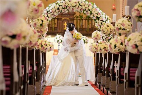 教堂婚礼现场布置图片