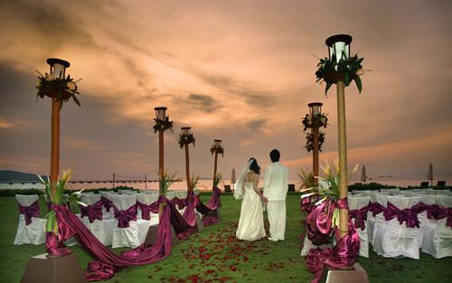 举办小型的草坪婚礼大概需要多少钱呢