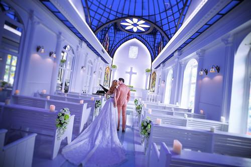 教堂举行婚礼怎么布置
