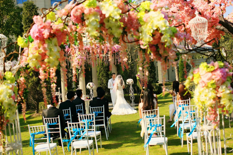 小型草坪婚礼多少钱