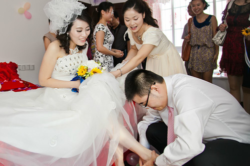 新郎接新娘敲门说什么 新郎接新娘开门台词