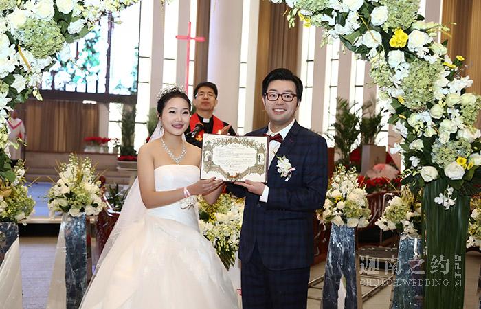 解析教堂婚礼流程 打造庄严肃穆的西式教堂婚礼