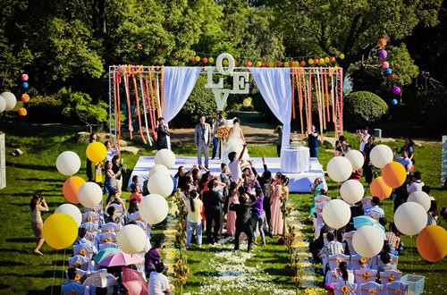 草坪婚礼套餐价格选择,给你不一样的婚礼