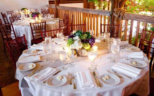 婚宴酒桌摆几瓶酒