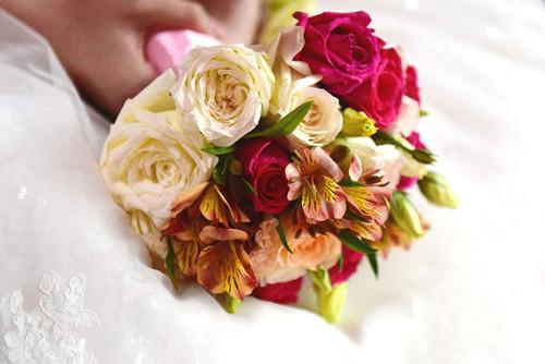 婚礼手捧花有哪些品种 新娘手捧花有多少朵