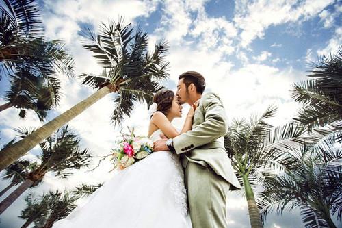 青岛拍婚纱照如何选衣服_济南婚庆公司为您分享