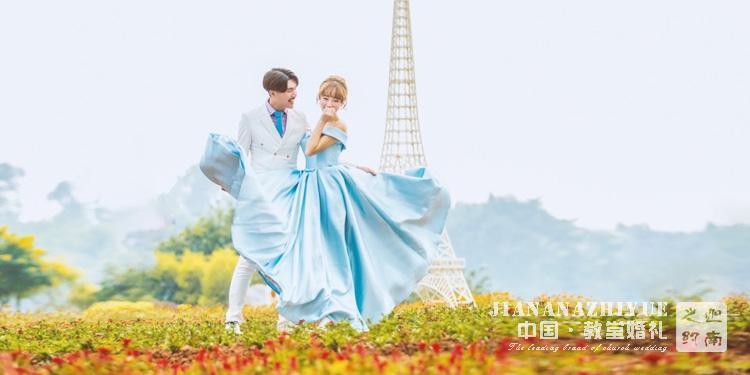 草坪婚礼下雨怎么办