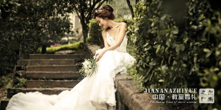 至我们亲爱的母亲,婚礼服装的选择